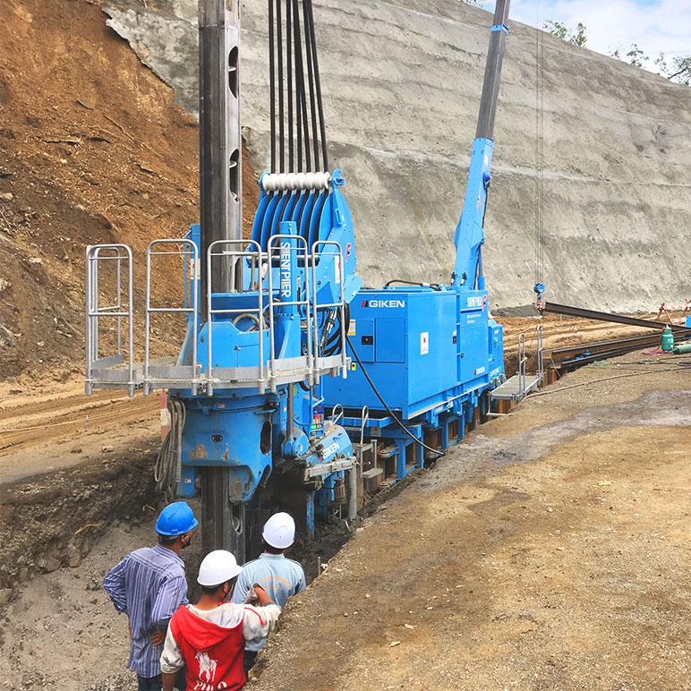 ミャンマー チン州にてサイレントパイラーによる道路災害復旧工事が行われました。