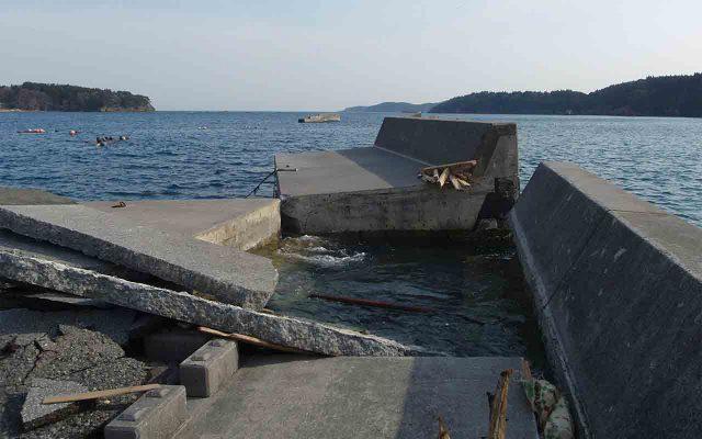 破壊された防波堤