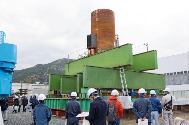 大口径鋼管杭、載荷試験装置と参加者