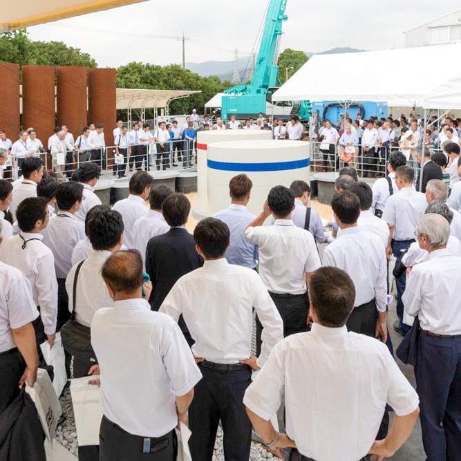 高知、東京の2会場で「技研グループ創業50周年および東京証券取引所市場第一部上場」 記念式典を開催しました。