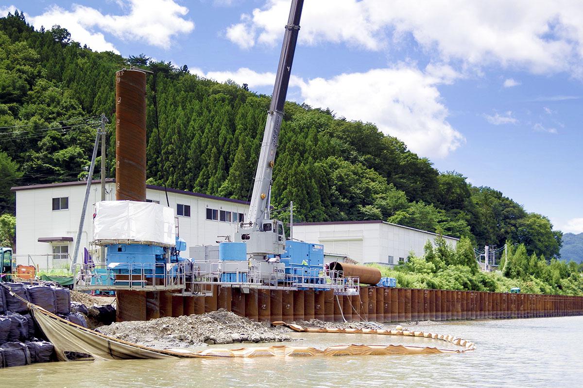 ①防潮堤の災害復旧(岩手県大船渡市)